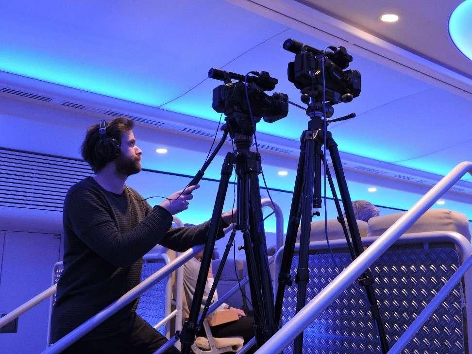 Ein Mitglied von vsonix filmt bei einem Event