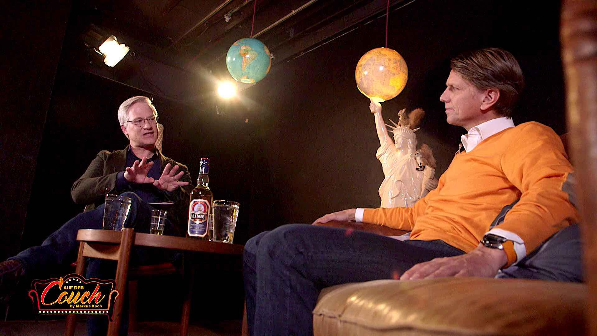 Markus Koch führt ein Interview in seiner Webshow