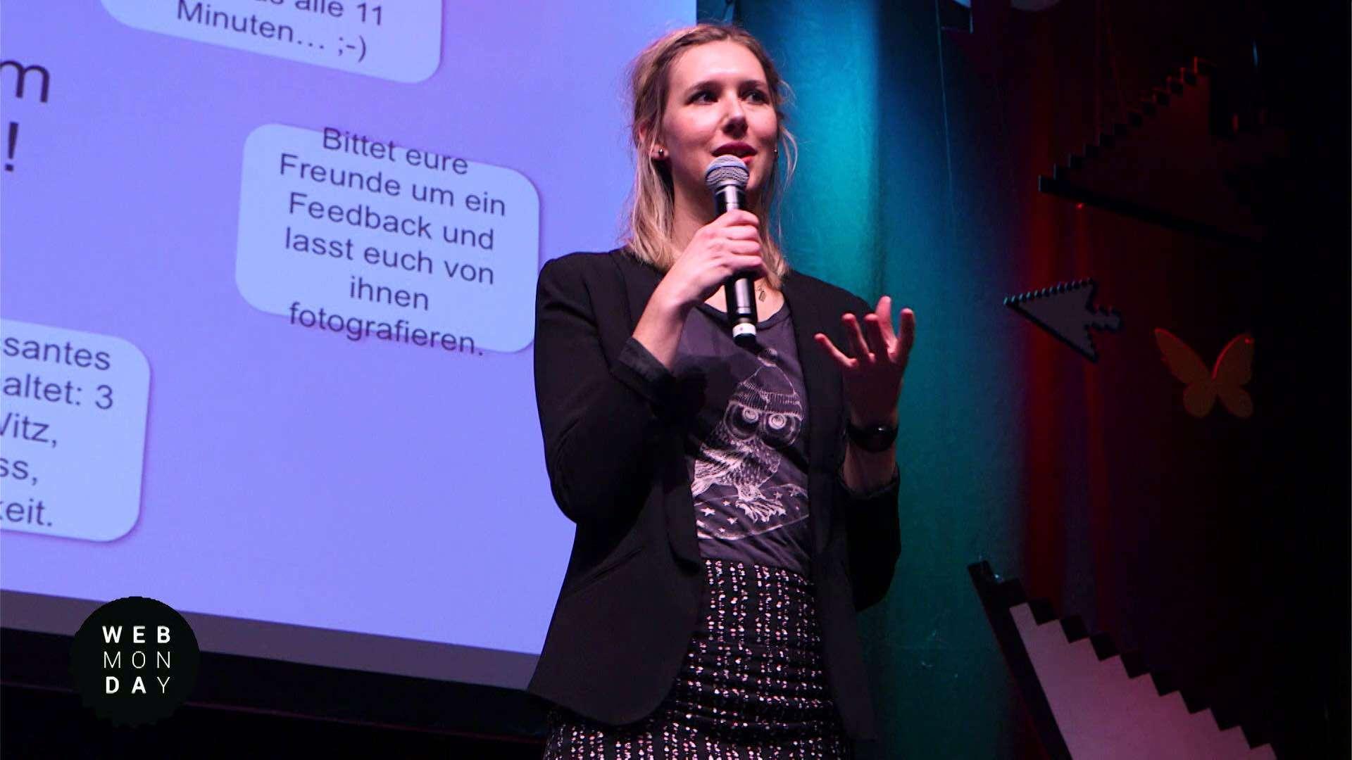 Eine Frau hält einen Vortrag auf dem Webmontag in Darmstadt