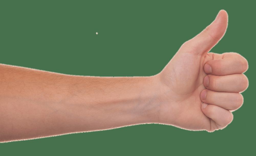 Eine linke Hand zeigt einen Daumen nach oben